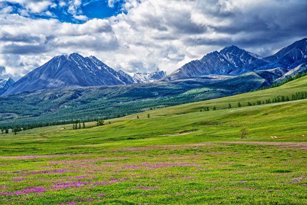 老馬住靠近俄羅斯邊境的一個村莊裡。(公有領域)