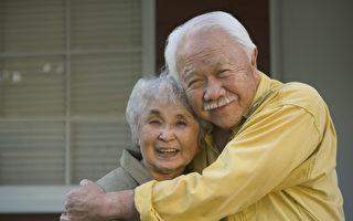 90岁老夫妻闹别扭 医生对老妈妈说了一番话