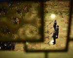 """又到中共""""两会""""季,与普通中国人毫无关系的政治秀在既定的戏码中拉开了大幕。(WANG ZHAO/AFP/Getty Images)"""
