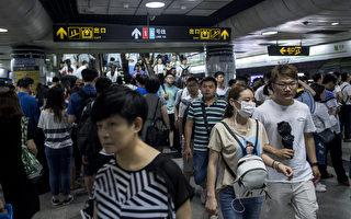 """美媒:""""女性车厢""""现象是中国多方面的缩影"""
