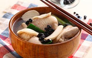 燉雞湯加2食材 排毒養顏超美味