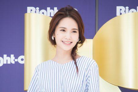 歌手杨丞琳3月30日在台北出席服装品牌活动。