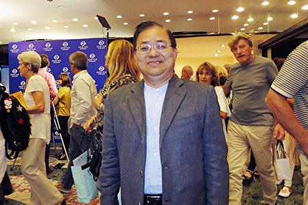 3月2日晚,在布宜诺斯艾利斯Opera剧院,中华民国驻阿根廷代表处代表谢俊得大使观看了神韵巡回艺术团的精彩演出。(林南宇/大纪元)