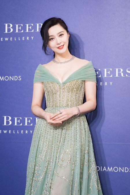 艺人范冰冰3月28日在台北出席珠宝活动。