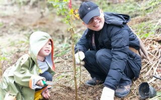 亲子绿树派对 关怀环境从小扎根
