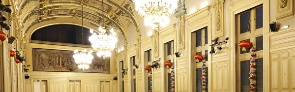巴黎13區區政府的節慶大廳(Salle des fêtes)裝飾著中國燈籠,中國新年一些列慶祝活動就在這裡舉行。(關宇寧/大紀元)