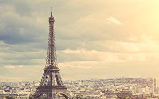 巴黎艾菲爾鐵塔下的景色(Fotolia)