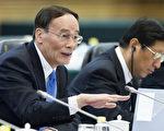中共两会期间,前中纪委书记王岐山成为媒体关注的焦点。(DIEGO AZUBEL/AFP/Getty Images)