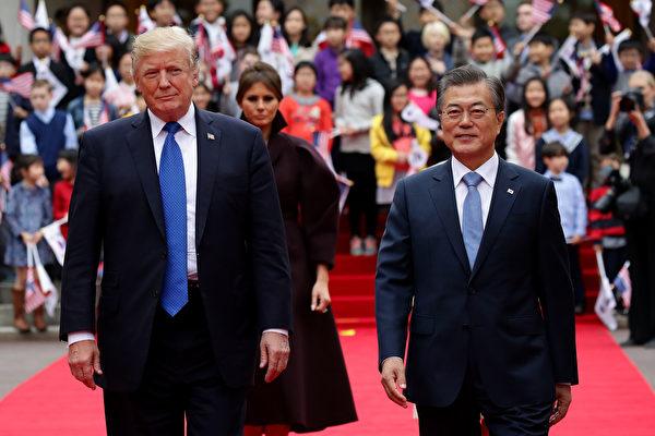 金正恩迫于美韩的压力下,承诺弃核武。五月份川普与金正恩将有世纪会面。图为2017年11月川普访韩。(Chung Sung-Jun/Getty Images)