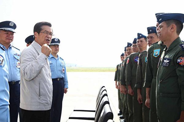 台防长:中共战机不管从哪来 国军都能掌握