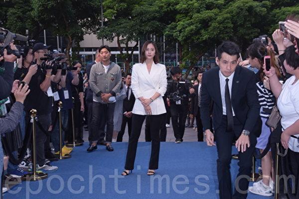 Krystal鄭秀晶出席伯爵快閃店開幕星光大道