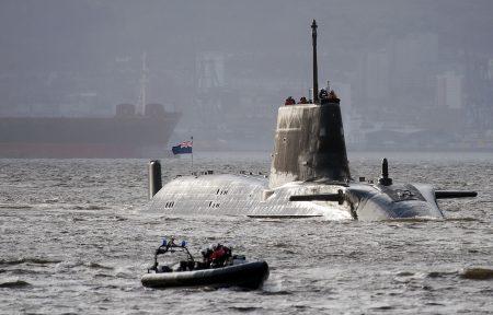 英国首相梅伊12日在紧急内阁会议上取得了阁员的同意,协同美国及法国采取行动,阻止叙利亚继续使用化学武器。图为英国潜艇。