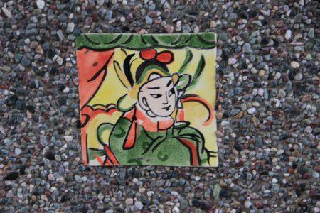 劇場廊柱上近百幅的手工彩繪陶板。