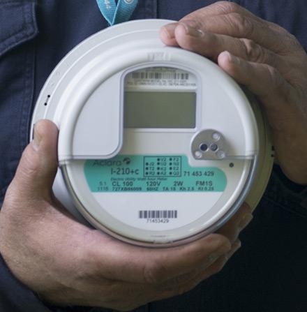 智慧电表每15分钟记录一次,可以向电力公司提供实时能源使用数据。