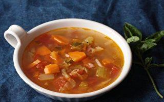 剩菜丢到冰箱里腐坏?简单3步 做成义式蔬菜汤