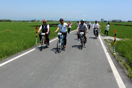 自行車輕旅行以三奇伯朗大道為主軸,串連冬山鄉內各景點。