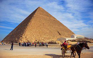 从太空看埃及大金字塔 雄伟壮观