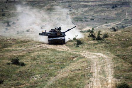 国防部长严德发证实,年底前将向美方提出采购M1A2战车的需求。图为资料照。(AFP)