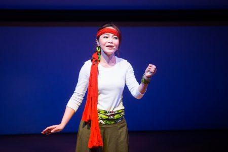 客家委員會13日舉辦 「2018客家桐花祭」開幕記者會,圖為「找我劇場」演出。