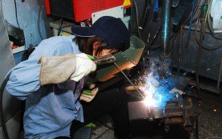 游学三年 七年级女为一技之长学焊接