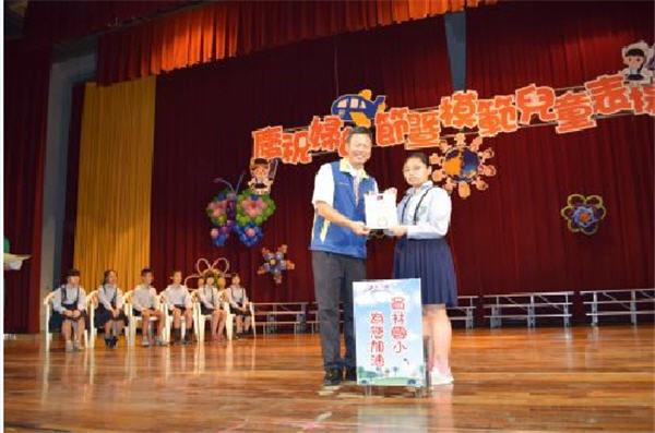 广东快乐十分走势:守护学童视力 员林市公所赠送护目桌垫