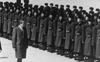 尼克松主導同中共建交,交上厄運。圖為1972年尼克松訪華。(Keystone/Getty Images)