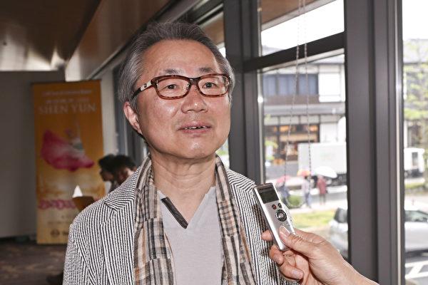 5月2日下午神韵国际艺术团在日本千年古都京都的最好的ROHM京都剧院(ROHM Theatre Kyoto),展开本年度日本巡回公演的最后一场演出,在日本出生的韩裔,在京都自己开诊所的李龙彦医生欣赏后赞叹连连,表示美好的传统不能不保存好。(余钢/大纪元)