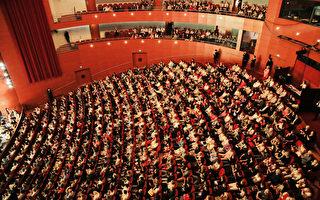 神韻法國演出落幕 感動現場三萬多觀眾