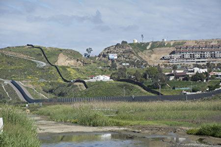 加州圣地亚哥美墨边境墙