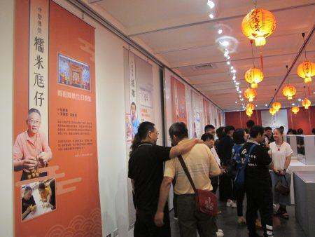 由11位艺师率领24位学生,共同创作12组水车堵艺术作品,即日起在北港文化中心展出。