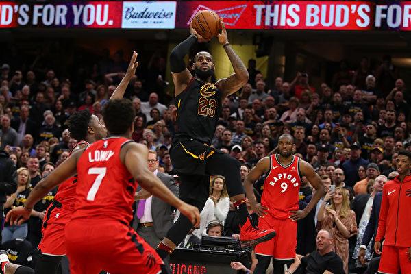 NBA季后赛 东部半决赛双双打成一边倒