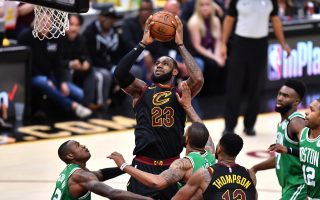 NBA詹皇44分领军 骑士追平绿衫军