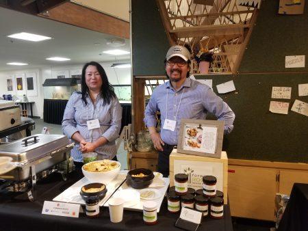 1日当晚的美食活动是经营Forward Roots泡菜酱料的朴女士推出产品的首发之夜。