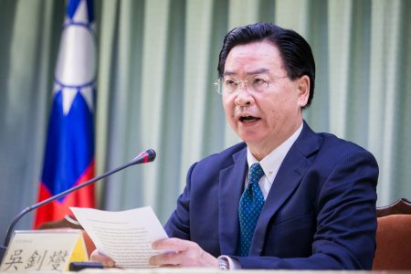 外交部長吳釗燮1日宣布,中共與多明尼加自5月1日建交,中華民國也自即日起終止與多明尼加的外交關係。