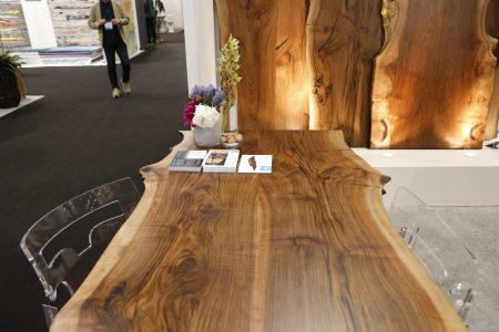 Mountain Edge Creations生產的純手工製作的黑胡桃木家具。