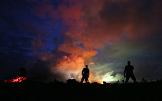 百年一遇!夏威夷火山遇地震 石块乱飞 爆炸式喷发