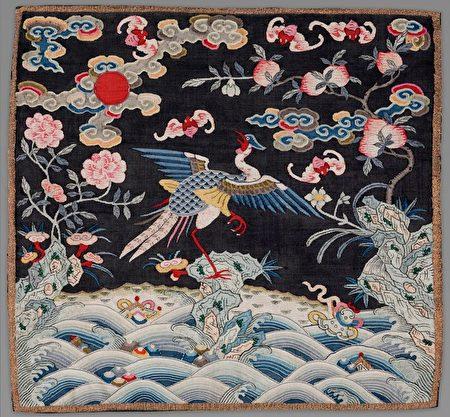 清代品官錦雞方補,黃金雉雞徽章。(公有領域)