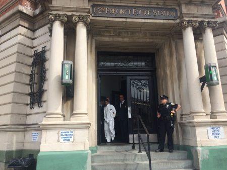 多明格斯(Omar Dominguez)被市警62分局抓获归案,送往布碌崙刑事法庭。