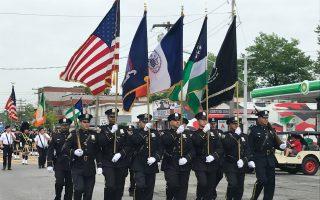美国殇日最大游行 法轮功队伍受欢迎