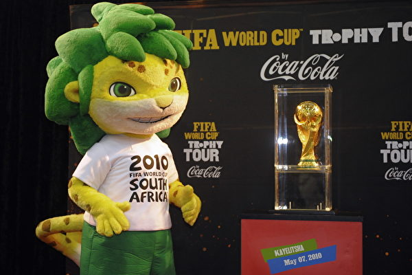 FBL-WC2010-TROPHY-SAFRICA-CAPE TOWN