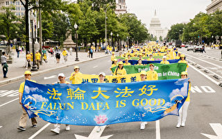 台湾法轮功学员美国首都分享大法美好