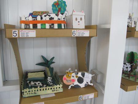 乳牛是崙背的特色产业也是小朋友喜爱的题材。
