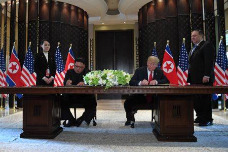 """美国总统川普和北韩领导人金正恩12日进行众所瞩目的""""川金会"""",两人会谈后公开签署文件。"""