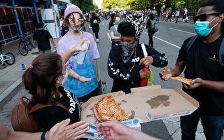 分享与爱!男子误订80盒披萨 开车送沿途发送
