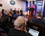 美國白宮新聞發言人桑德斯6月25日的新聞簡報會上表示,人們應該擁有自由地表達不同意見的權利,並且不用擔心會受到傷害。(Samira Bouaou/大紀元)