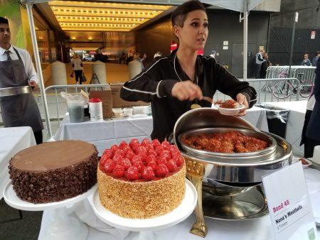 義大利餐廳 Bond 45的肉球與蛋糕賣相奇佳。