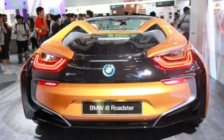 BMW i8 Roadster要價千萬 現身台北電腦展