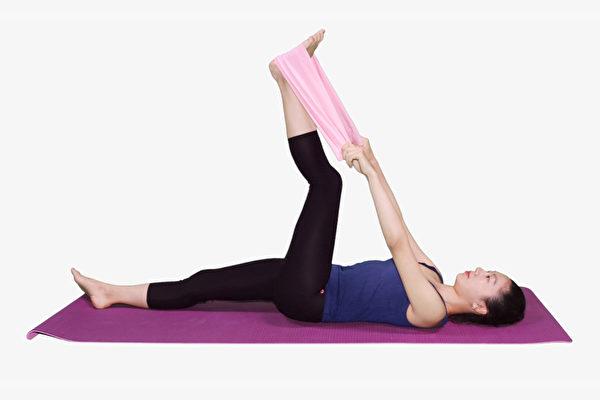 为了延缓衰老,保持膝关节和肌肉的柔软度非常重要。(大纪元)