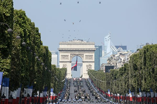 A general view shows helicopters, members of the national police motorcycle units and military vehicles taking part in the annual Bastille Day military parade on the Champs-Elysees avenue near the Arc de Triomphe in Paris on July 14, 2018.