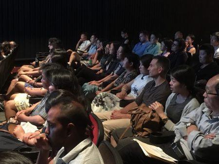 """7月28日著名华人导演李云翔指导的纪录片《求救信》在第41届""""纽约亚裔国际电影节""""上放映。"""